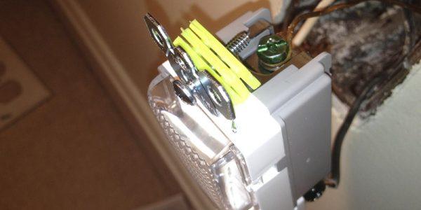 jak przenieść gniazdko elektryczne