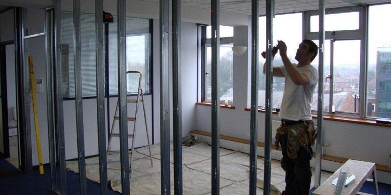 Jak postawić ścianki działowe?