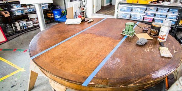 jak odnowić stół z drewna