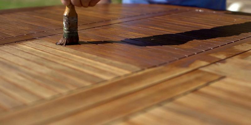 Jak odnowić stół z drewna?