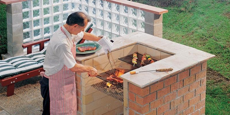 budowa grilla w ogrodzie